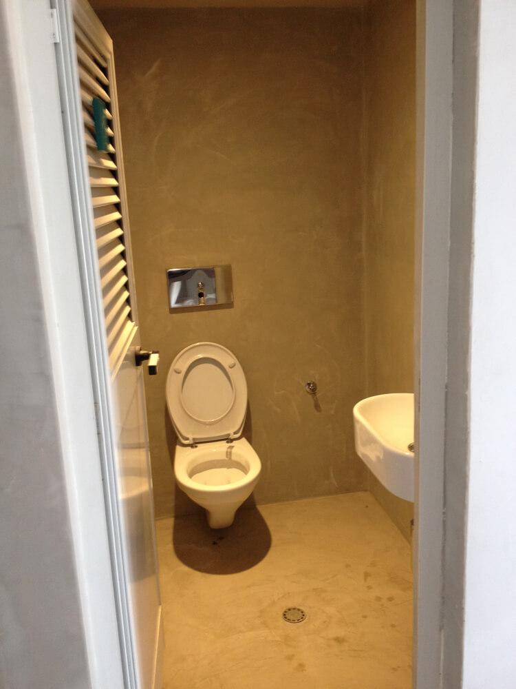 bagno creato con pavimento in microcemento