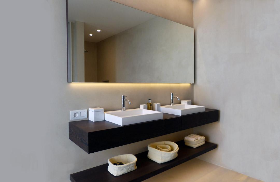 bagno in microcemento grigio
