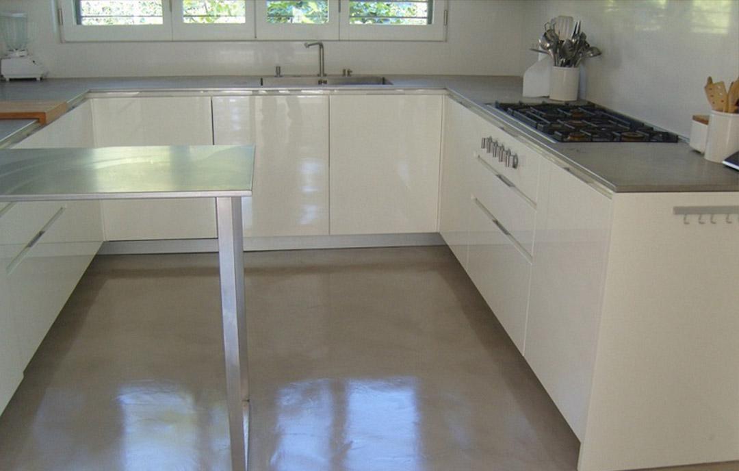 pavimenti in microcemento nella cucina