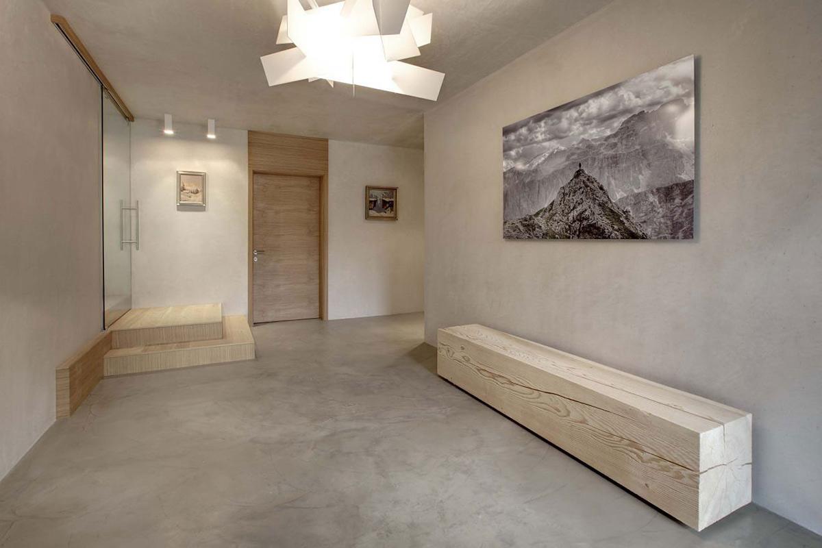 soggiorno con pavimento cementato